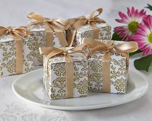 Classic Damask Favor Box in Gold (24 Pack) image