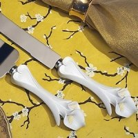 Dazzling Calla Lily Wedding Cake & Knife Set