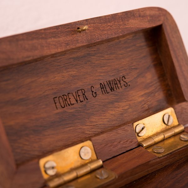 Natura Charm: Natural Charm Personalized Wooden Wedding Ring Box