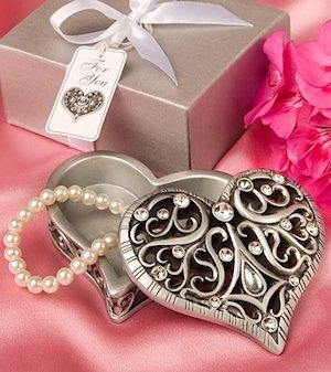Intricate Heart Design Curio Box Favors image