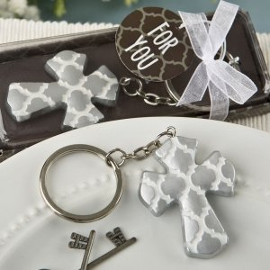 Silver Cross Key Chain with Hampton Link Design Favors image