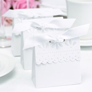 White Scalloped Edge Favor Boxes (Set of 25) image