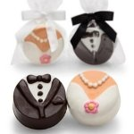 Chocolate Molded Bride & Groom Wedding Oreo Favors