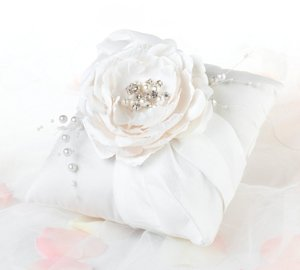Chic & Shabby Ring Pillow image