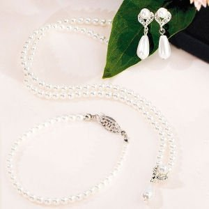 White Pearls with Pearl Drop 3 Piece Set image