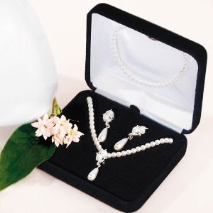 Double White Pearls with Pearl Drop Set image