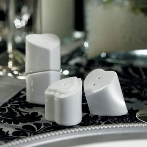 Heart to Heart Salt and Pepper Wedding Favors (12 Pack) image