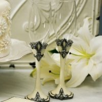 Decorative Fleur De Lis Wedding Flutes